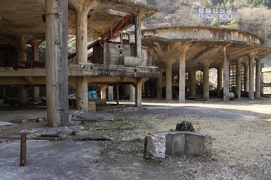 投稿者:前畑温子さん<br>コメント:シックナーの柱が神殿のように見える。